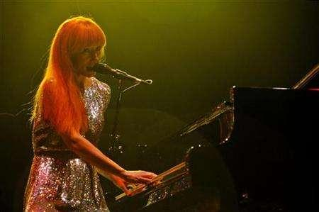 U.S. singer Tori Amos performs during a concert in Raanana, near Tel Aviv, July 21, 2007. REUTERS/Sharon Perry