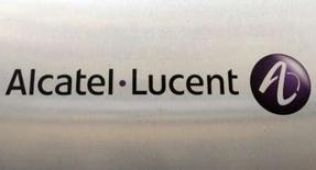 <p>Alcatel-Lucent a remporté un contrat d'externalisation de 340 millions d'euros auprès du groupe Sunrise. Le contrat concerne la gestion et l'entretien de tout le réseau de la société suisse de communication pour une durée de 7 ans. /Photo d'archives/REUTERS/Benoît Tessier</p>