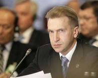 <p>Первый вице-премьер России Игорь Шувалов на саммите прибалтийских государств в Риге, 4 июня 2008 года. Игорь Шувалов в среду призвал европейские страны избавиться от недоверия к российским инвестициям и быть более открытыми. (REUTERS/Ints Kalnins)</p>
