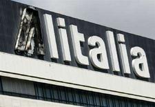 <p>Una insegna della sede generale di Alitalia a Roma. REUTERS/Chris Helgren</p>