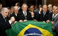 <p>La delegazione di Rio De Janeiro festeggia la nomination. REUTERS/Yiorgos Karahalis</p>