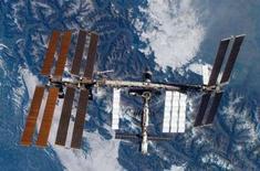 """<p>Le plombier cosmonaute Oleg Kononenko a entrepris mercredi la tâche essentielle de réparer les seules toilettes de la Station spatiale internationale (ISS), une opération semble-t-il couronnée de succès. """"Les toilettes sont apparemment réparées et disponibles à l'usage"""", a annoncé un responsable de la Nasa. /Photo d'archives/REUTERS/NASA</p>"""