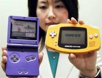 <p>In un'immagine di archivio due console gaming di Nintendo. REUTERS/Keiko Kanai</p>