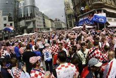 <p>Tifosi croati nel centro di Vienna. REUTERS/Leonhard Foeger</p>