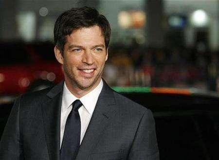 Cast member Harry Connick Jr. poses at the premiere of ''P.S. I Love You'' at the Grauman's Chinese theatre in Hollywood, California, December 9, 2007. REUTERS/Mario Anzuoni