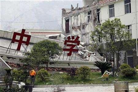 A middle school in Yingxiu Township, the epicenter of the quake, lies in ruins, in Sichuan province May 24, 2008. REUTERS/UN Photo/Evan Schneider/Handout