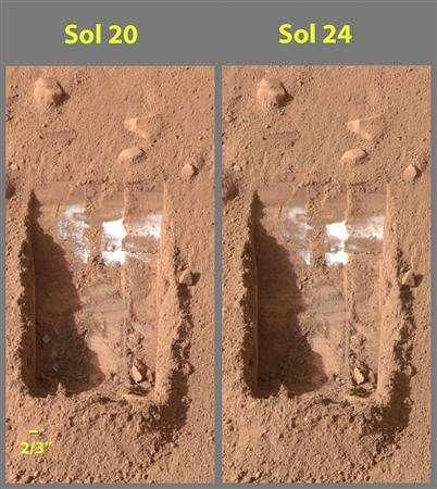Martian ice melts in this combination photo taken by NASA's Phoenix Mars Lander's Surface Stereo Imager on June 15 and 18, 2008, in this handout image released by NASA June 20, 2008. REUTERS/NASA/JPL-Caltech/University of Arizona/Texas A&M University/Handout