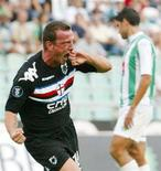 <p>Una immagine di Francesco Flachi, quando vestiva la maglia della Sampdoria. REUTERS/Nacho Doce ND/DY</p>