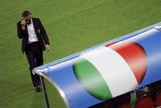 <p>Il ct dell'Italia Roberto Donadoni ieri durante la partita di Vienna con la Spagna. Gli azzurri sono stati battuti ai rigori. REUTERS/Christian Charisius</p>