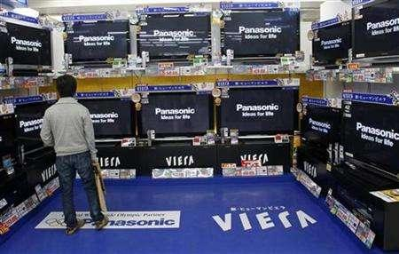A man looks at Panasonic television sets at a shop in Tokyo, April 28, 2008. REUTERS/Kim Kyung-Hoon