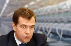 <p>Президент России Дмитрий Медведев на заседании Госсовета в Иваново 20 июня 2008 года. Россия должна снизить инфляцию, не прибегая к чрезмерным государственным тратам, и реформировать пенсионную систему, а также здравоохранение и образование, чтобы плоды экономического бума вкусил ее растущий средний класс, сказал президент Дмитрий Медведев. Его предшественник, премьер-министр Владимир Путин одобрил такой подход, сообщив в то же время о планах новых трат из казны. (REUTERS/Denis Sinyakov)</p>