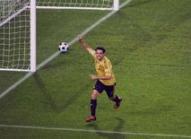 <p>Xavi esulta per un gol durante la semifinale degli Europei contro la Russia. REUTERS/Christian Charisius</p>