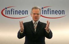 <p>Wolfgang Ziebart, président du directoire d'Infineon. Le fabricant de semi-conducteurs est en forte hausse vendredi à la Bourse de Francfort sur de vagues rumeurs d'OPA. /Photo d'archives/REUTERS/Alexandra Winkler</p>