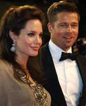 <p>L'attrice Angelina Jolie e il marito Brad Pitt in una foto scattata a maggio al festival di Cannes. REUTERS/Vincent Kessler (FRANCE)</p>