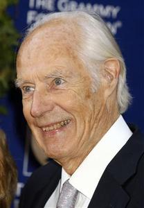 The Beatles music producer Sir George Martin poses at the Grammy Foundation's Starry Night gala honoring Martin in Los Angeles, California July 12, 2008. REUTERS/Fred Prouser