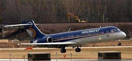 A Midwest Airlines Boeing 717 jet lands at Mitchell International Airport in Milwaukee, Wisconsin January 11, 2007. REUTERS/Allen Fredrickson