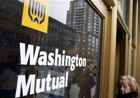 A woman walks into a Washington Mutual bank in New York April 7, 2008. REUTERS/Joshua Lott