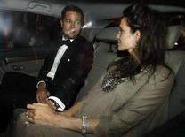 """<p>Brad Pitt e Angelina Jolie dopo la presentazione al Festival di Cannes del film """"The Exchange"""", diretto da Clint Eastwood. REUTERS/Jean-Paul Pelissier (Francia)</p>"""