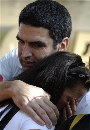 Israelis cry outside the family home of Israeli reserve soldier Eldad Regev in the northern city of Kiryat Motzkin July 16, 2008. H REUTERS/Amir Cohen