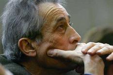 <p>L'AD di Parmalat Enrico Bondi durante un'udienza del processo sul crac della società a Milano nel 2006. REUTERS/Daniele La Monaca</p>