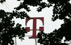 <p>Le directeur financier de Deutsche Telekom, Karl-Gerhard Eick, annonce que l'opérateur allemand de télécomminations étudie un plan de rachat d'actions mais n'a pas encore arrêté sa décision à ce sujet. /Photo d'archives/REUTERS/Ina Fassbender</p>