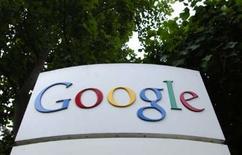 """<p>Google a ouvert au public son site web appelé """"Knol"""" (http://knol.google.com) sur lequel les internautes peuvent écrire sur des domaines qu'ils connaissent bien en y apposant leur signature, contrairement à l'encyclopédie en ligne Wikipedia, qui autorise l'anonymat. /Photo d'archives/REUTERS/Clay McLachlan</p>"""