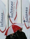 <p>Striscioni Infineon durante una conferenza annuale degli azionisti, a Monaco (immagine d'archivio). REUTERS/Alexandra Winkler</p>
