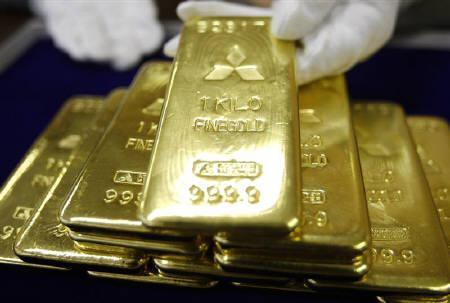 Gold bars are displayed at Mitsubishi Materials Corporation in Tokyo in this March 17, 2008 file photo. REUTERS/Issei Kato/Files
