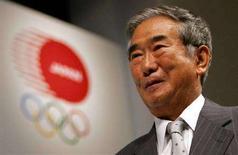 <p>Il governatore di Tokyo Shintaro Ishihara a una cerimonia del 2006 per presentare la candidatura della capitale giapponese per i Giochi olimpici del 2016. REUTERS/Toru Hanai</p>