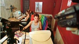 <p>Due giovani animatrici di uno storico sito chat per voyeur statunitensi, voyeurdorm.com. SM/JP/GAC/WS</p>