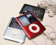 <p>La nuova versione degli iPod Nano, arrivata sul mercato nel settembre 2007. REUTERS/Robert Galbraith</p>