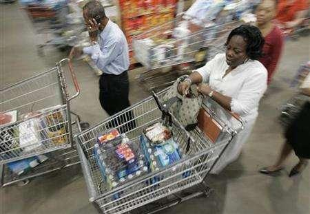 Shoppers manoeuvre their way through the aisle at Costco Warehouse in Arlington, Virginia, May 29, 2008. REUTERS/Molly Riley