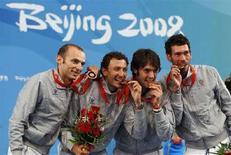 <p>Gli azzurri vincitori del bronzo a Pechino nella scherma, spada a squadre: da sinistra Alfredo Rota, Diego Confalonieri, Matteo Tagliariol e Stefano Carozzo. REUTERS/Alessandro Bianchi</p>