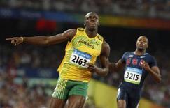 <p>Il giamaicano Usain Bolt durante la corsa dei 100 metri in cui ha vinto l'oro. REUTERS/Gary Hershorn</p>