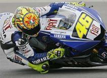 <p>Valentino Rossi sulla sua Yamaha al MotoGp di Brno, nella Repubblica Ceca. REUTERS/Petr Josek</p>