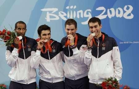 (L-R) Keeth Smart, Jason rogers, Tim Morehouse and James Williams of the U.S. pose with their silver medals after the men's team sabre fencing competition at the Beijing 2008 Olympic Games, August 17, 2008. REUTERS/Alessandro Bianchi