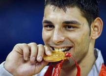 <p>L'azzurro Andrea Minguzzi vincitore dell'oro nella lotta greco-romana, alle Olimpiadi di Pechino 2008. REUTERS/Hans Deryk (Cina)</p>