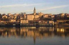 <p>Вид на Белград с реки Сава, 11 января 2008 года. Сербия может получить статус кандидата на вступление в Евросоюз в 2009 году, сказал глава Еврокомиссии Жозе Мануэль Баррозу в среду. REUTERS/Marko Djurica (SERBIA)</p>