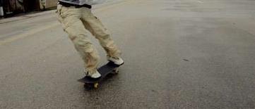 <p>La police allemande recherche un homme qui a dévalé une autoroute sur son skate-board à plus de 100 km/h, c'est-à-dire au-delà de la vitesse maximale autorisée. /Photo d'archives/REUTERS/Brian Snyder</p>