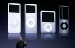 <p>L'ad di AppleSteve Jobs presenta i nuovi iPod a San Francisco, California. REUTERS/Robert Galbraith</p>