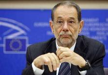 <p>Комиссар ЕС по внешней политике Хавьер Солана выступает в комитете по международным делам Европейского парламента, Брюссель, 10 сентября 2008 года. Страны Европейского Союза охотно участвуют в формировании контингента из 200 наблюдателей ЕС, который будет отправлен в Грузию до начала октября, заявил в субботу комиссар ЕС по внешней политике Хавьер Солана. (REUTERS/Thierry Roge)</p>