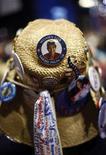 <p>Gadget elettorali per la candidata repubblicana alla vicepresidenza degli Stati Uniti Sarah Palin. REUTERS/John Gress</p>