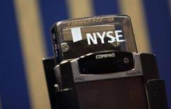 <p>Computer portatile utilizzato alla Borsa di New York (Nyse). REUTERS/Eric Thayer (Usa)</p>