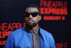 "<p>Foto de archivo del rapero Kanye West a su llegada al estreno de la cinta ""Pineapple Express"" en Los Angeles, California, EEUU, 31 jul 2008. REUTERS/Phil McCarten (UNITED STATES)</p>"