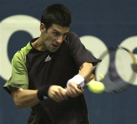 Novak Djokovic of Serbia returns a shot to Robin Soderling of Sweden during their quarter final match at the Thailand Open tennis tournament in Bangkok September 26, 2008. REUTERS/Stringer