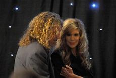 <p>Robert Plant (a sinistra) e Alison Krauss in una immagine di archivio REUTERS/Kieran Doherty</p>