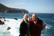 """<p>Chef Mario Batalio and actress Gwyneth Paltrow are seen in this September 26, 2008 handout photo. REUTERS/Handout/Courtesy of public television series, """"Spain...on the road Again""""</p>"""
