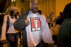 <p>Un'immagine dello sciopero degli autori di Hollywood dello scorso febbraio. REUTERS/Hector Mata</p>