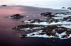 <p>Cape Folger sulla Budd Coast nel territorio australiano dell'Antartico. REUTERS/Torsten Blackwood/Pool</p>