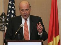 <p>Заместитель госсекретаря США Джон Негропонте выступает на пресс-конференции в Ханое, 12 сентября 2008 года Азербайджан достиг определенного прогресса в области развития демократии, и у страны есть возможность провести демократическое голосование на выборах президента 15 октября, сказал первый заместитель госсекретаря США Джон Негропонте на пресс-конференции в Баку в четверг. REUTERS/Stringer (VIETNAM)</p>